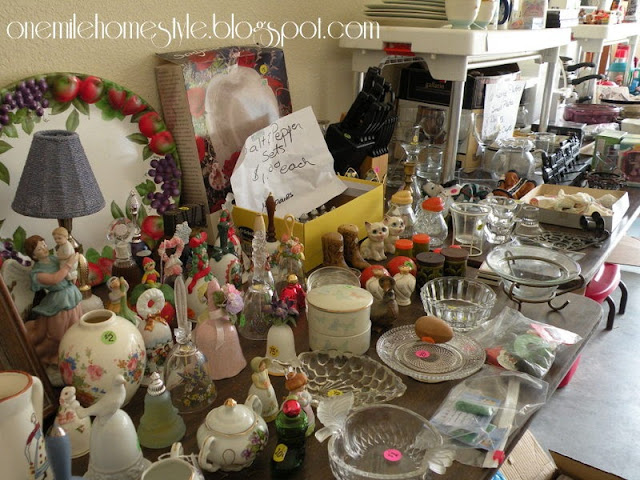 Garage Sale Organization & Tips - Housewares and Home Decor