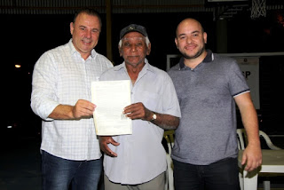 Prefeitura de Registro-SP entrega Matrícula Definitiva de Imóvel para moradores do Bairro Serrote