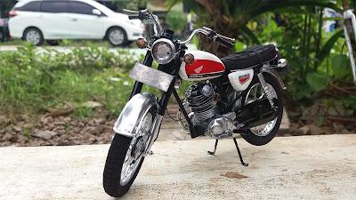 miniatur motor pajangan diecast replika honda cb100 mainan koleksi hob