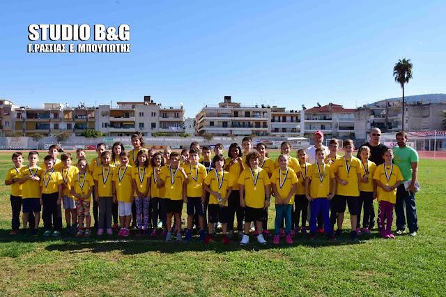 Αγώνες στίβου ακαδημιών στο ΔΑΚ Ναυπλίου με συμμετοχή εκατοντάδων παιδών