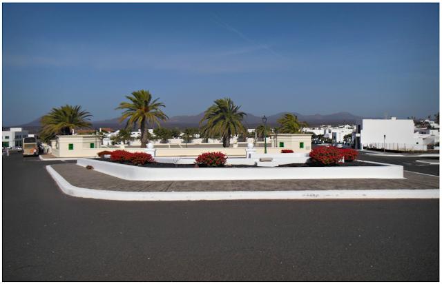 lanzarote białe domy, białe budynki, cesar manrique, wyspy kanaryjskie, autostop