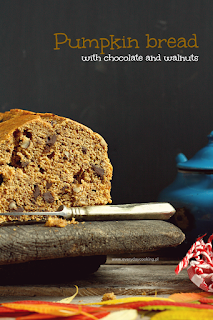 http://www.greencooking.pl/2014/10/chlebek-dyniowy-z-czekolada-i-orzechami.html