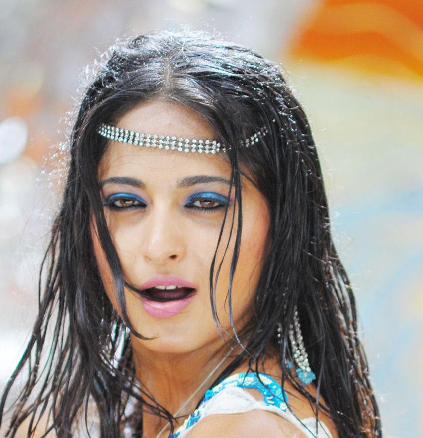 Beautiful Indian Girl Anushka Shetty Unseen Smiling Face