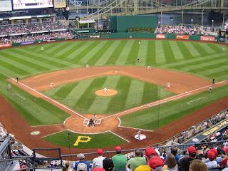First pitch, Metropolitans vs. Pirates