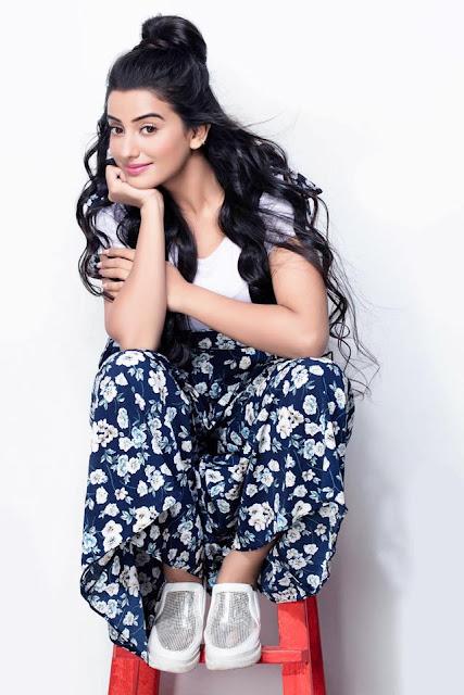Akshara Singh Sexy Photos,