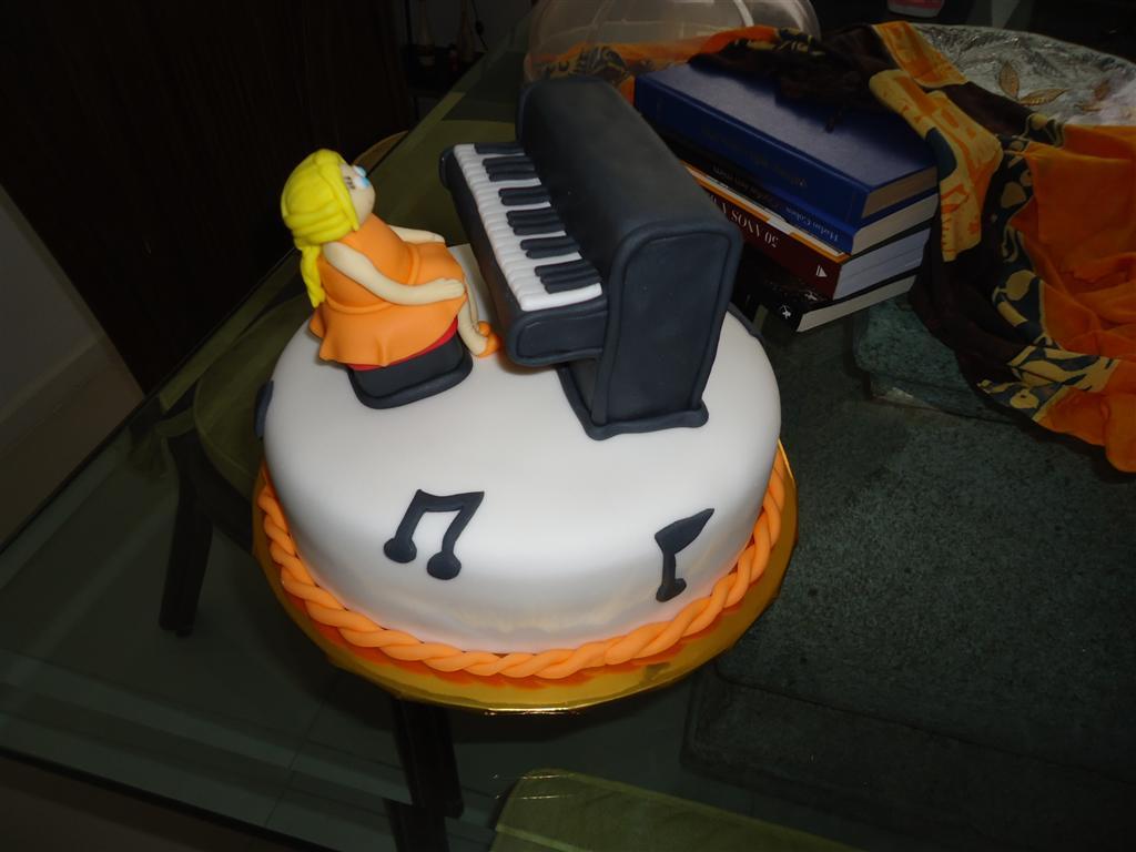 Lu Quadros Cakes E Cupcakes Bolo Menina Pianista