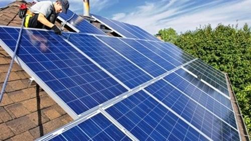 الكهرباء: 10 آلاف فرصة عمل يوفرها مشروع «بنبان» للطاقة الشمسية