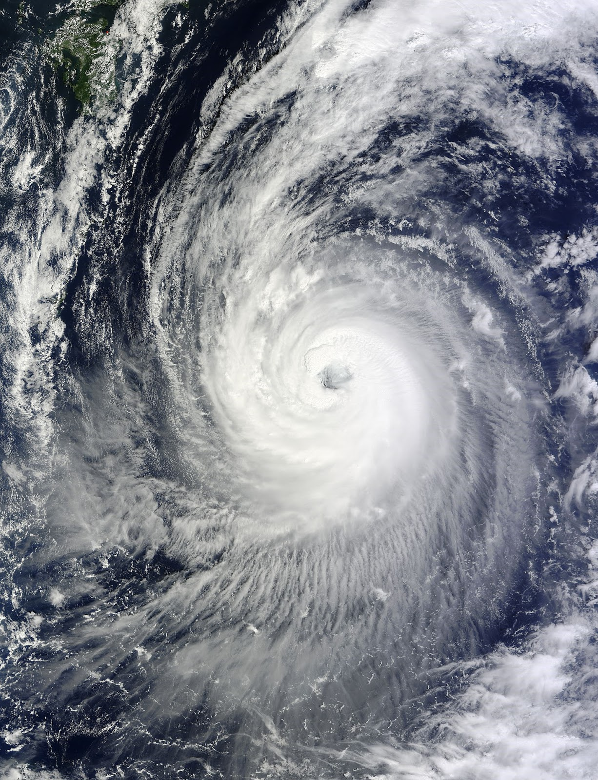 Japan: Phanfone reaches Super Typhoon status