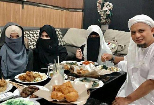 Surat bagi pihak yang menyinyiri langkah poligami Ustadz Arifin Ilham.