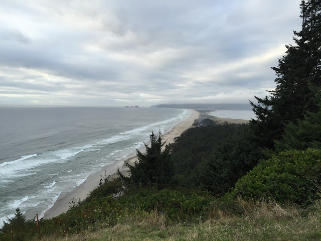 Tillamook Netart's bay Beach - Long Weekend in Oregon: Flashback Friday — October blogging Challenge Day 9