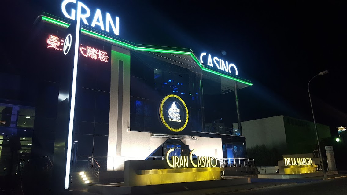 Fachada del Gran Casino La Mancha