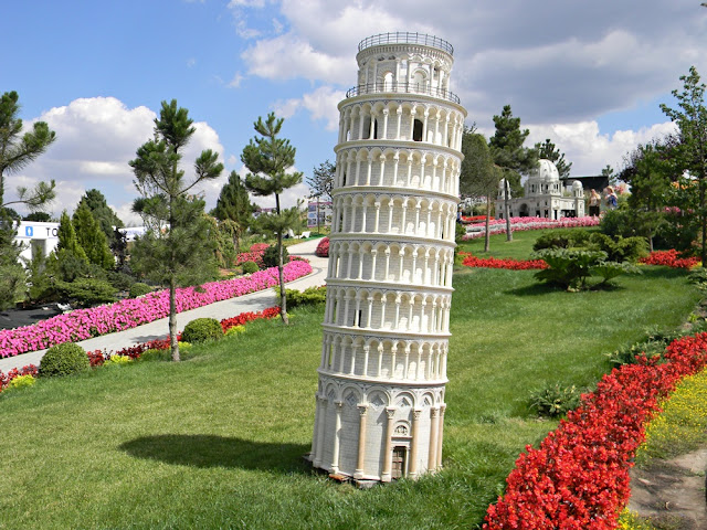 Słynna krzywa wieża jest też w Kłodzku.