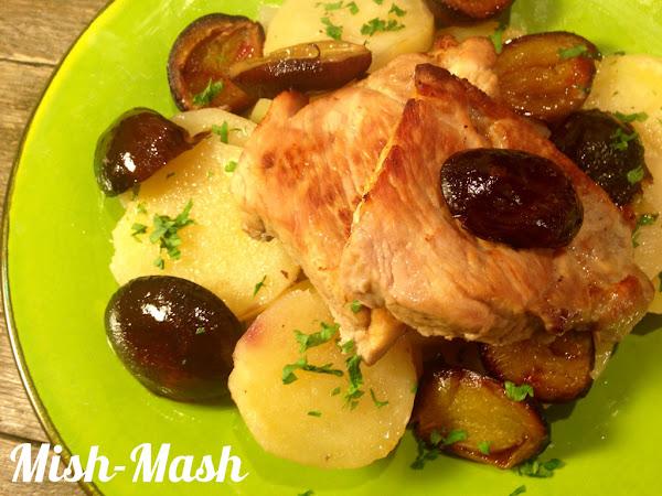 Свинско със сини сливи и картофи
