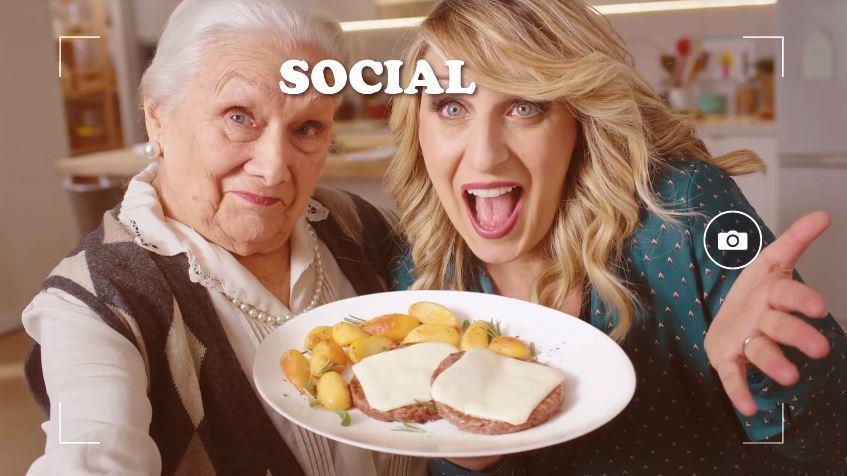Canzone Sottilette Pubblicità Con Katia Follesa e la simpaticissima nonnina (social), Spot Maggio 2018