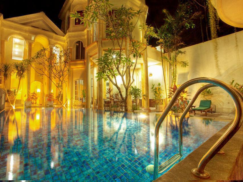 Next Tuban Hotel 10