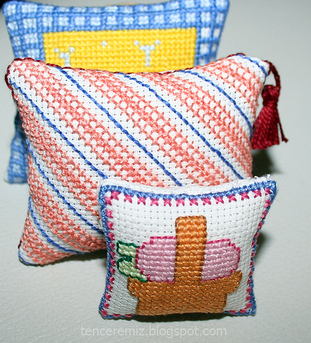 cross stitching pillow
