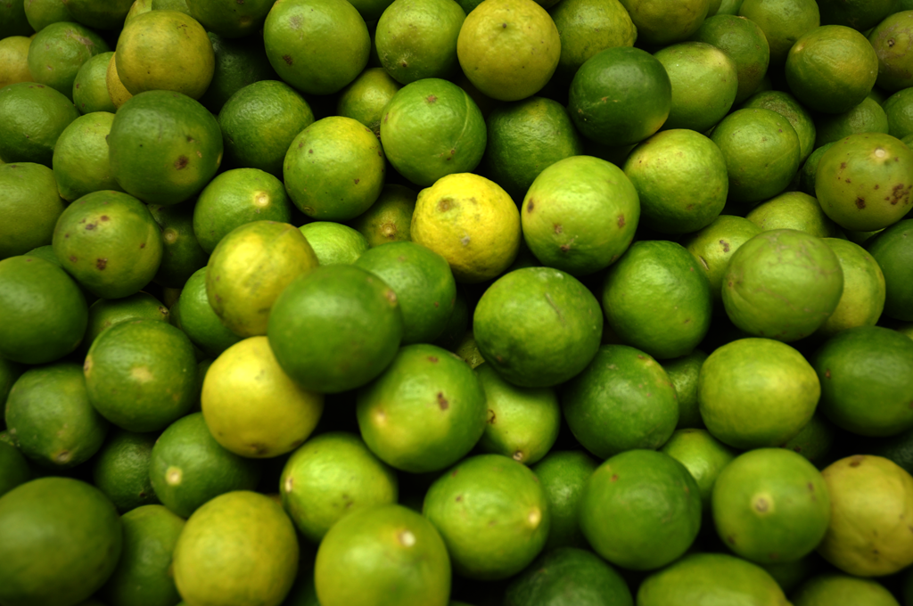 Picture of fruit in the Byculla in India.