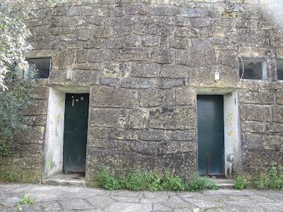 Resultado de imagem para imagens instalações sanitárias da rua da fábrica em tomar a dianteira