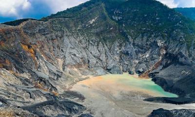 Gunung Tangkuban Perahu, wisata lembang yang sangat populer yang terletak di kota bandung