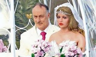 Hombre se casa con maniquí, y esta enamorado!