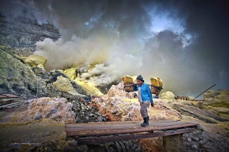 Ijen Crater, Mount Bromo, Madakaripura Waterfall Tour 3D
