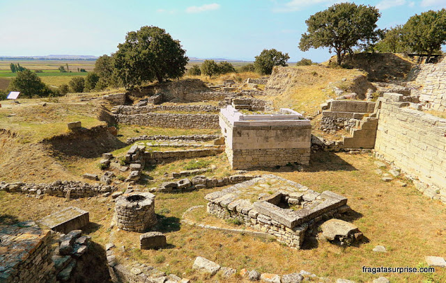 Vestígios romanos no Sítio Arqueológico de Troia, Turquia