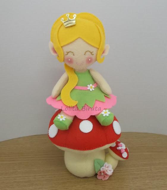 Princesinha elfa da floresta encantada com cogumelo para decoração de festa infantil