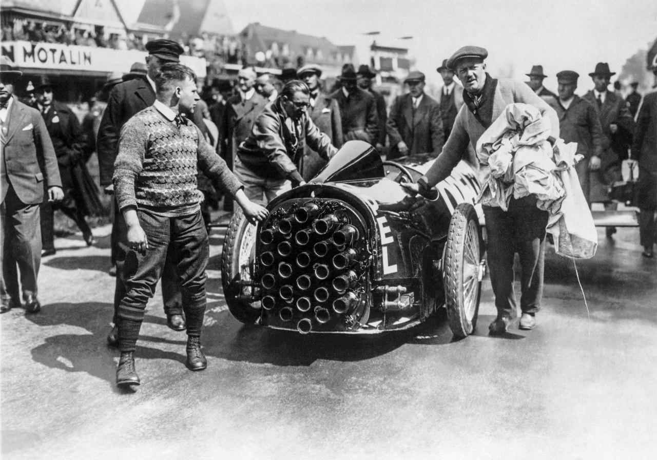Αναδρομή στο παρελθόν με τον Fritz von Opel: Παγκόσμια πρεμιέρα πυραυλοκίνητου οχήματος στο Avus (Βερολίνο) το Μάιο του 1928