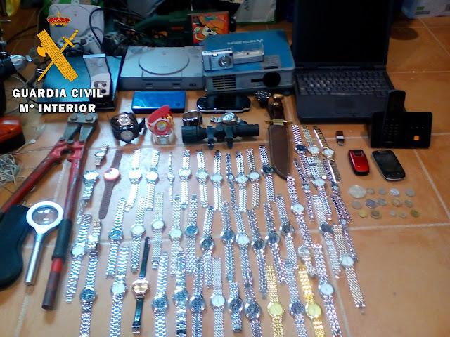 Parte de los objetos incautados por la Guardia Civil