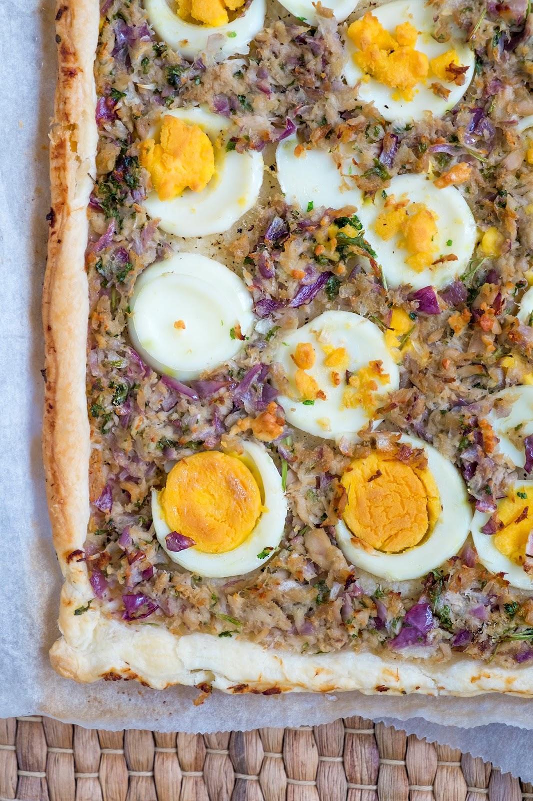 Hartige taart voor Pasen met tonijn en eieren