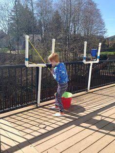 juego para niños catapulta hecha con tubos pvc