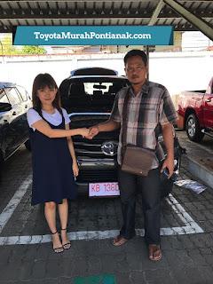 Pak Casmad beli Fortuner 4x2 2.7 SRZ A/T Bensin warna abu-abu gelap - Harga Toyota di Pontianak