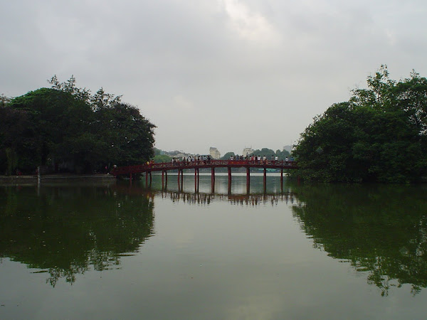 Puente de madera rojo - Lago Hoan Kiem - Hanoi