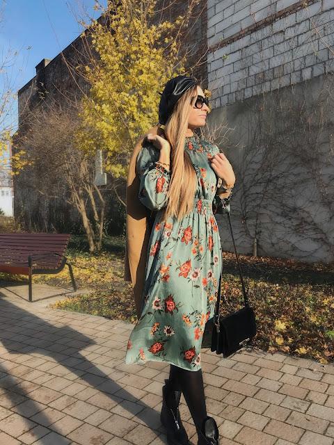Jesienna stylizacja beżowy płaszcz camel Camelowy zara sukienka jesienna w kwiaty kwiatki zielona outfit blog modowy moda blogerka Fashion stylowa green dress stadivarius massimo Dutti stylówka na jesień stylówa najnowszy nabytek black friday prada okulary przeciwsłoneczne prada beret skórzany
