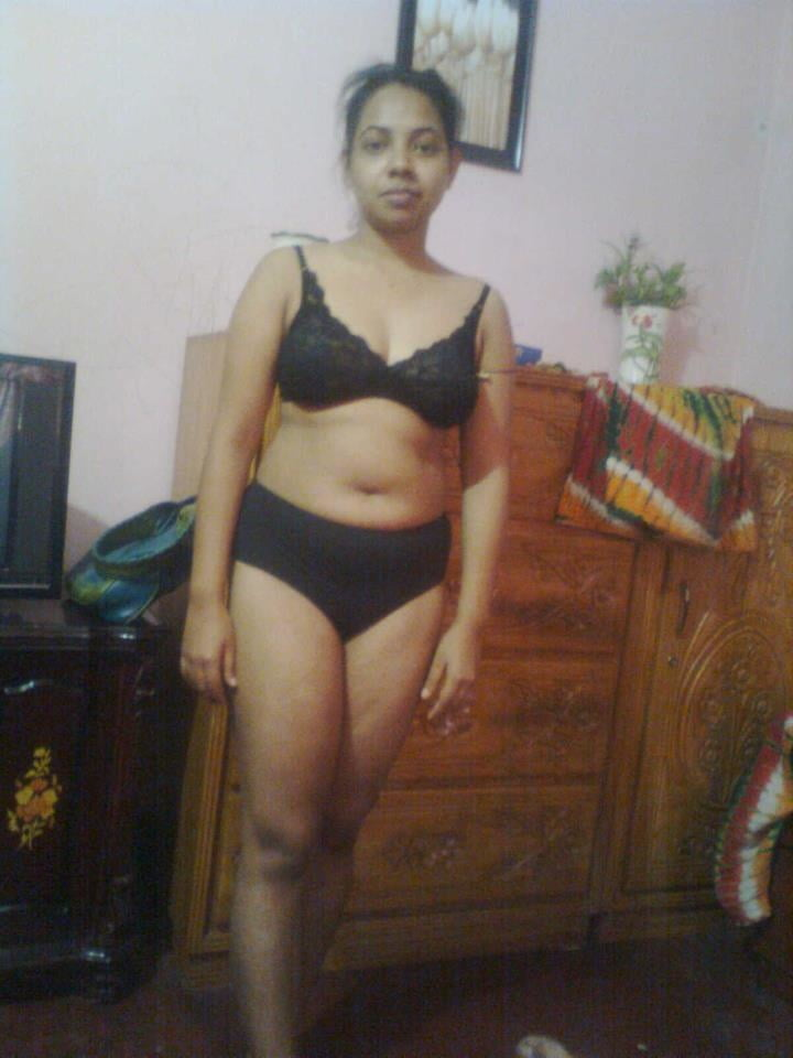 Desi Hot Bhabhi Nude Photos - Female Mms - Desi Original -9350