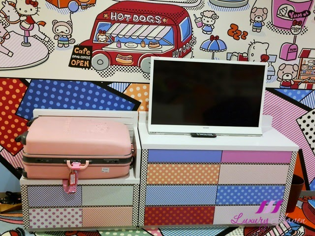 keio plaza hotel pretty hello kitty town room