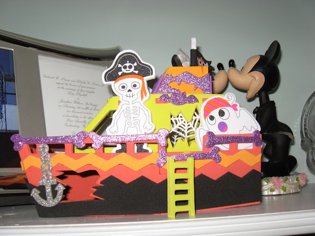 a fun family Halloween activity that can be used as great Halloween decorations for years to come, Halloween crafts,