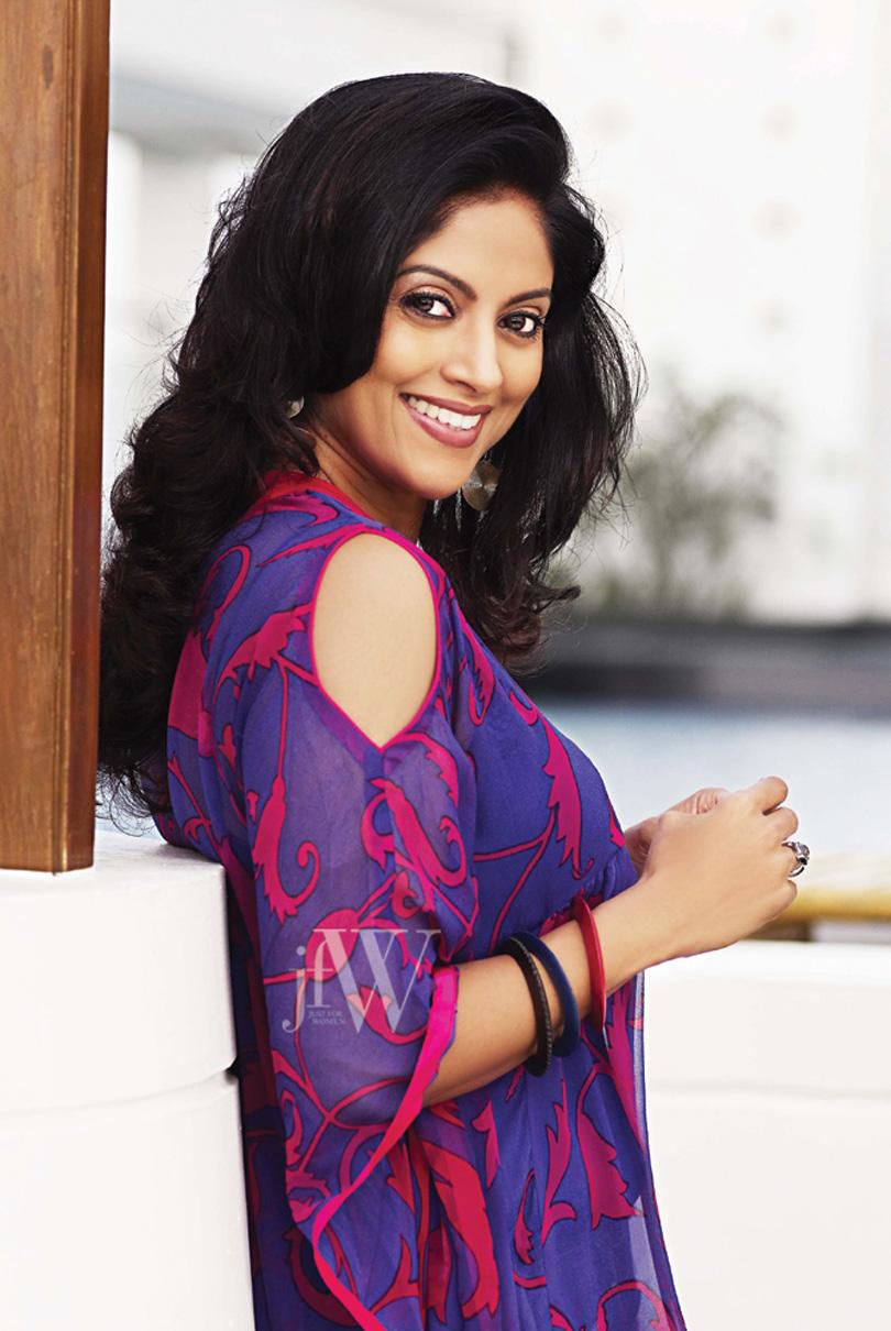 splendid and winning Nadhiya jfw photos