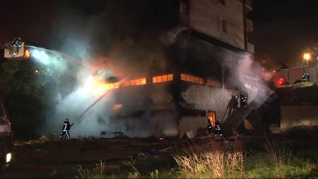 Sancaktepe'de yatak imalathanesinde yangın