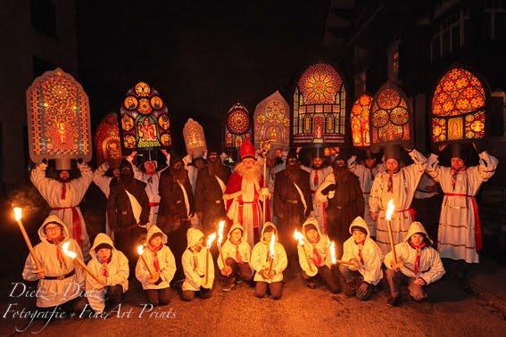 Nikolaus mit Fackelträger und Iffelen