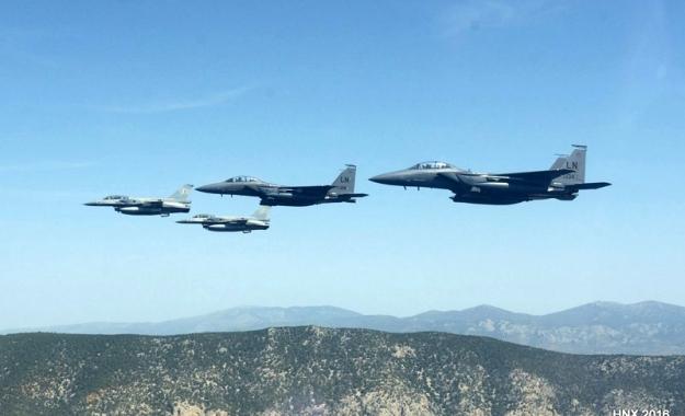 Αποτέλεσμα εικόνας για Πολλά πολεμικά αεροπλάνα  τώρα πάνω από την Σκόπελο