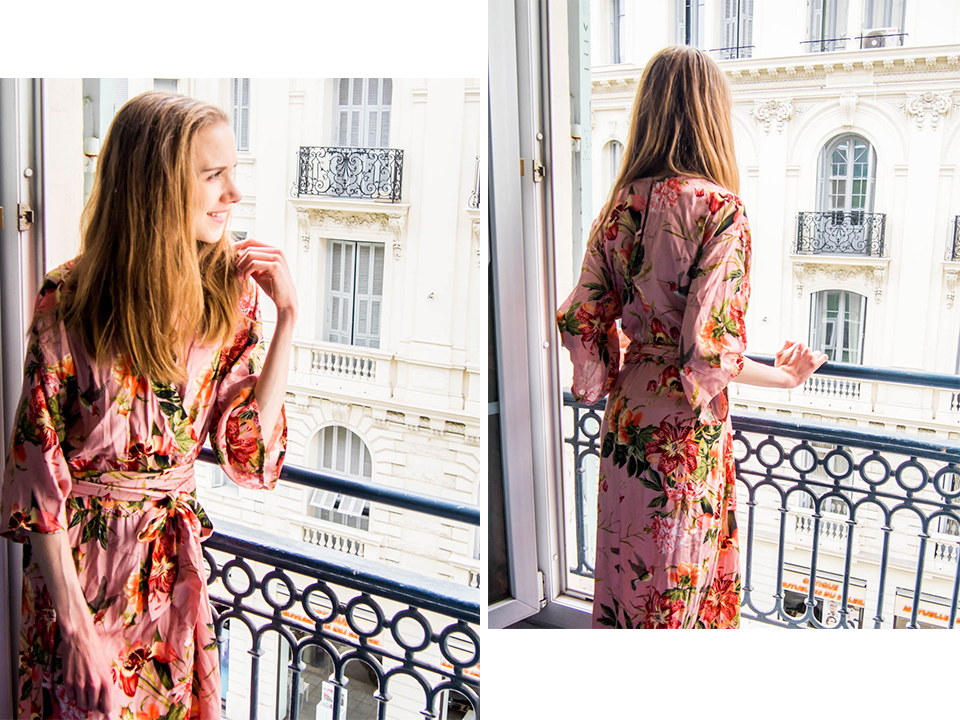 woman-in-floral-maxi-dress-on-balcony-nice-france-kukkamekko-maksimekko-muotiblogi-bloggaaja-parveke-nizza-ranska