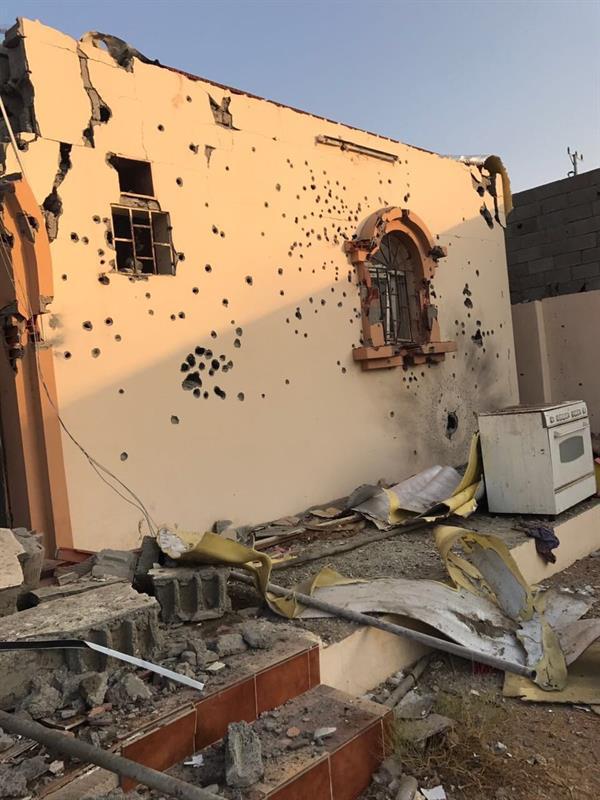 فيديو وصور: لاثار تفجير الارهابيين والجهات الأمنية تحاصرهم وتتبادل إطلاق النار معهم في حي الحرازات بجدة