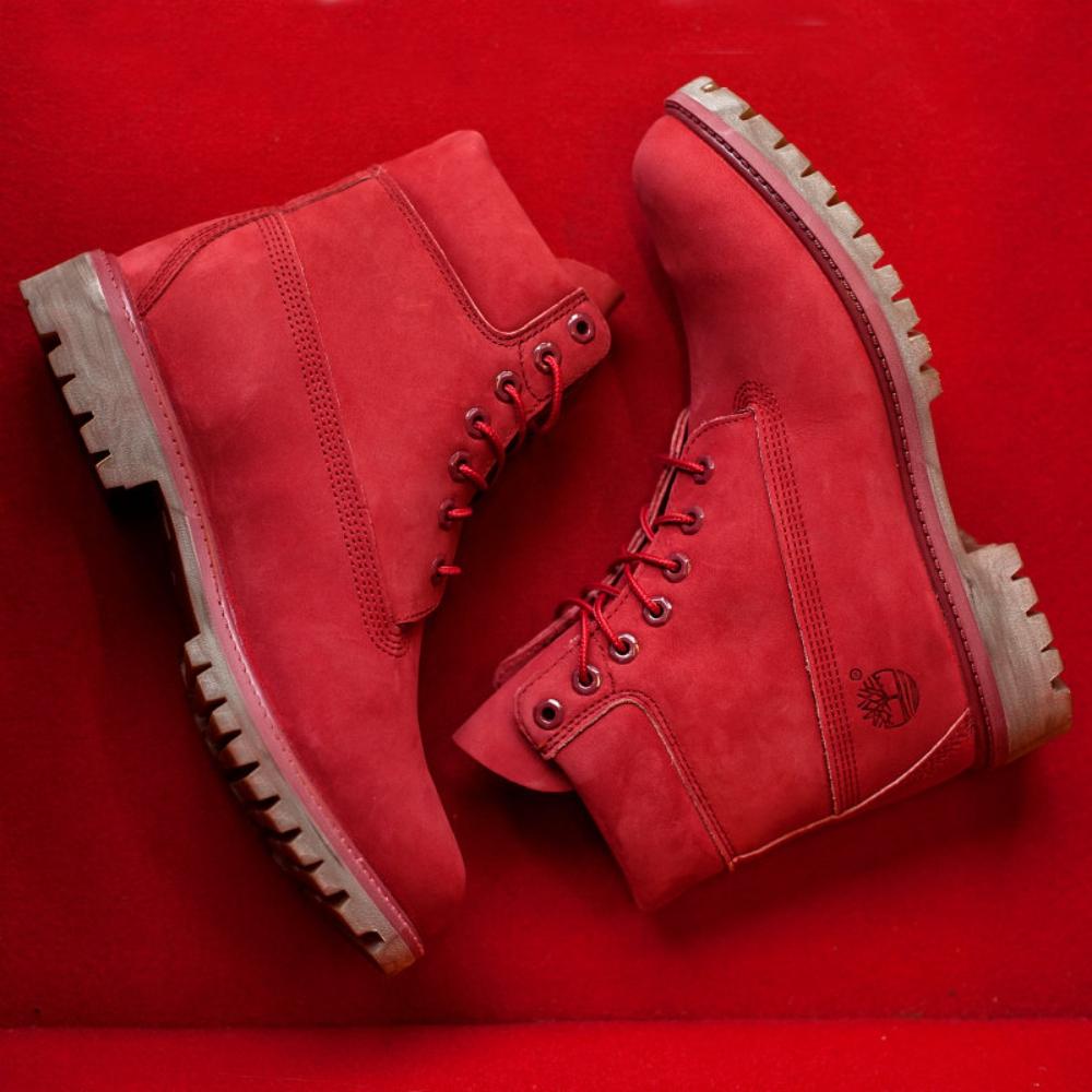 Sportschuhe für den Winter - rote Damenstiefel