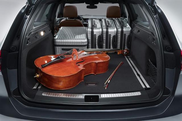 2017 Vauxhall Insignia Sports Tourer estate Sports cars reveal  interior view