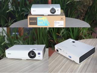 Proyektor Sony VPL-DX102