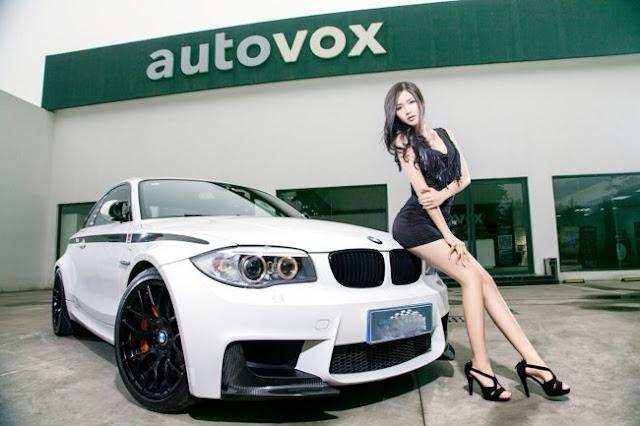 """""""Ngọc nữ làng xe"""" đốn tim cánh mày râu bên xe BMW"""