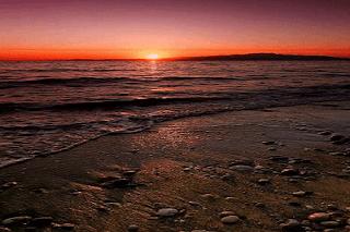 puisi keindahan senja di pantai
