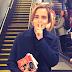 Emma Watson foi até o metrô de Londres distribuir livros de graça!