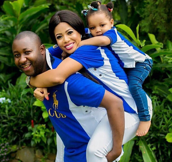 Aww! Man becomes internet sensation after backing his family in adorable photo